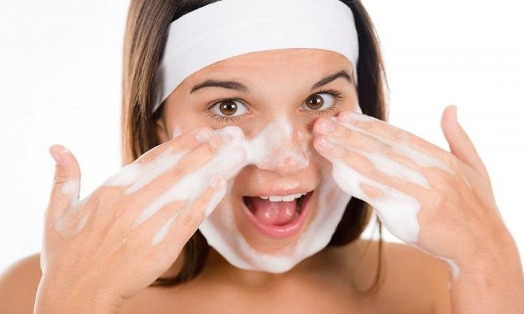 Да почистим лицето правилно