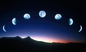 Жените и луната